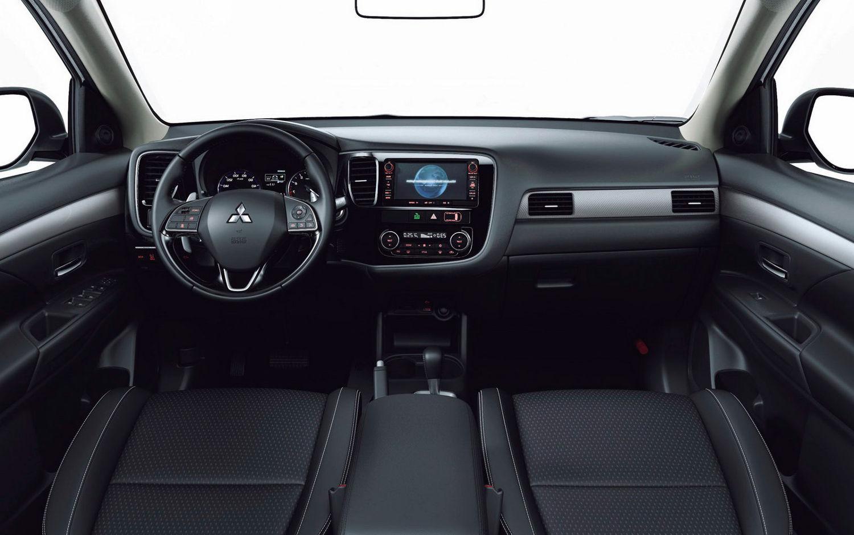 comparison volvo xc60 t8 hybrid 2018 vs mitsubishi