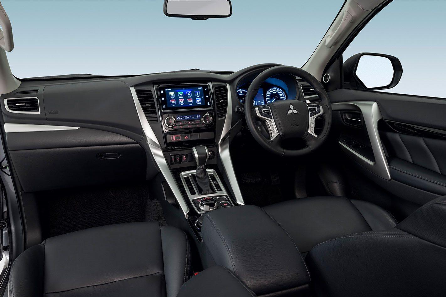Comparison - Mitsubishi Pajero GLS 2017 - vs - Mitsubishi