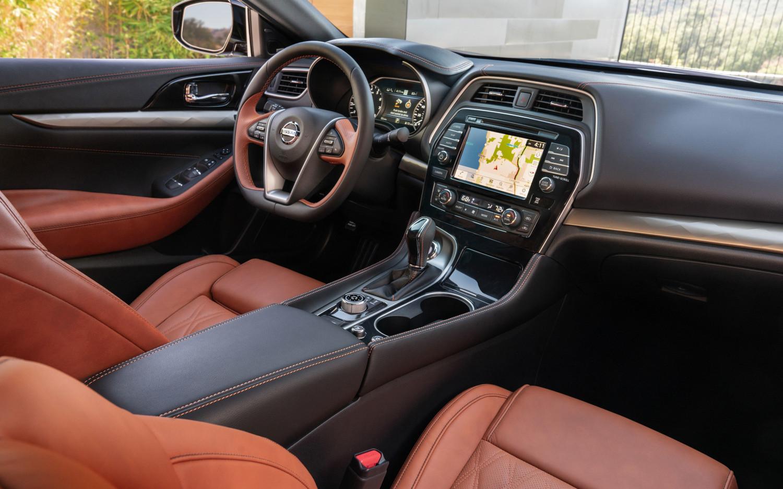 Comparison Toyota Camry Hybrid Xle 2019 Vs Nissan