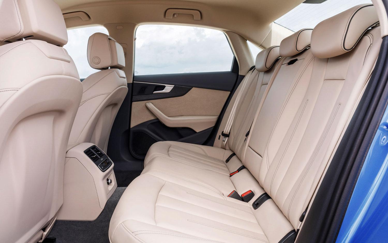 Comparison Audi Q5 Suv 2017 Vs Audi Q8 Hybrid 2019 Suv Drive