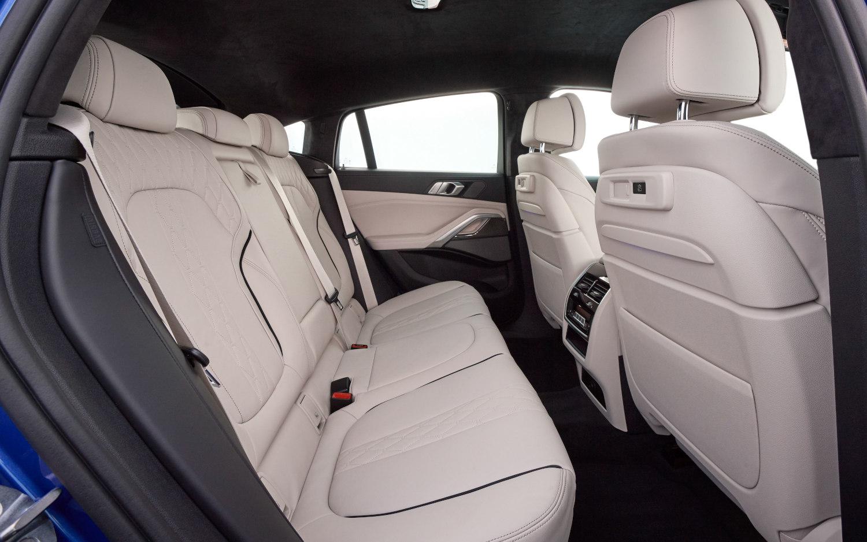 Comparison Bmw X6 M50i 2020 Vs Bmw X6 M Awd 2019 Suv Drive