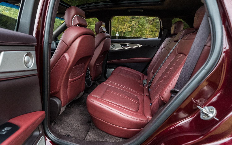 Comparison Lincoln Nautilus Black Label 2019 Vs Subaru Ascent Premium 2019 Suv Drive