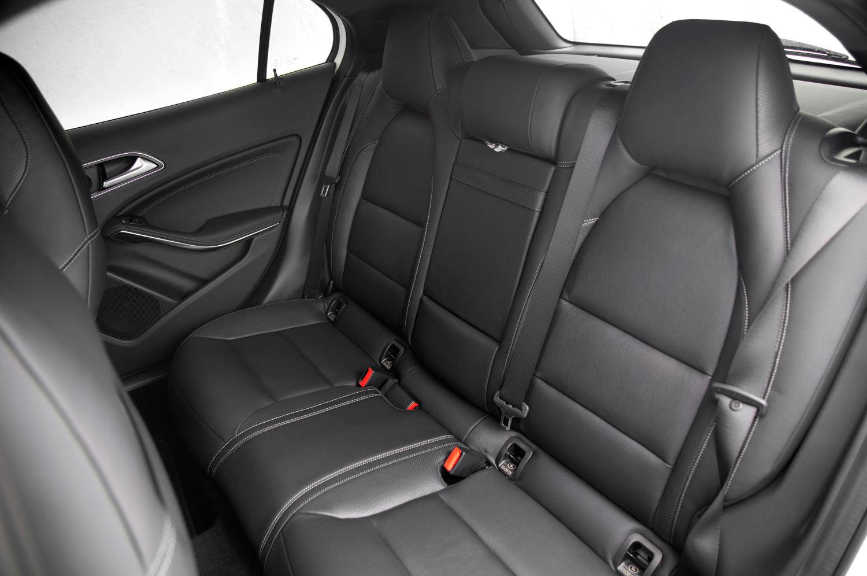 comparison mercedes benz gla class 2016 vs subaru forester limited 2016 suv drive. Black Bedroom Furniture Sets. Home Design Ideas