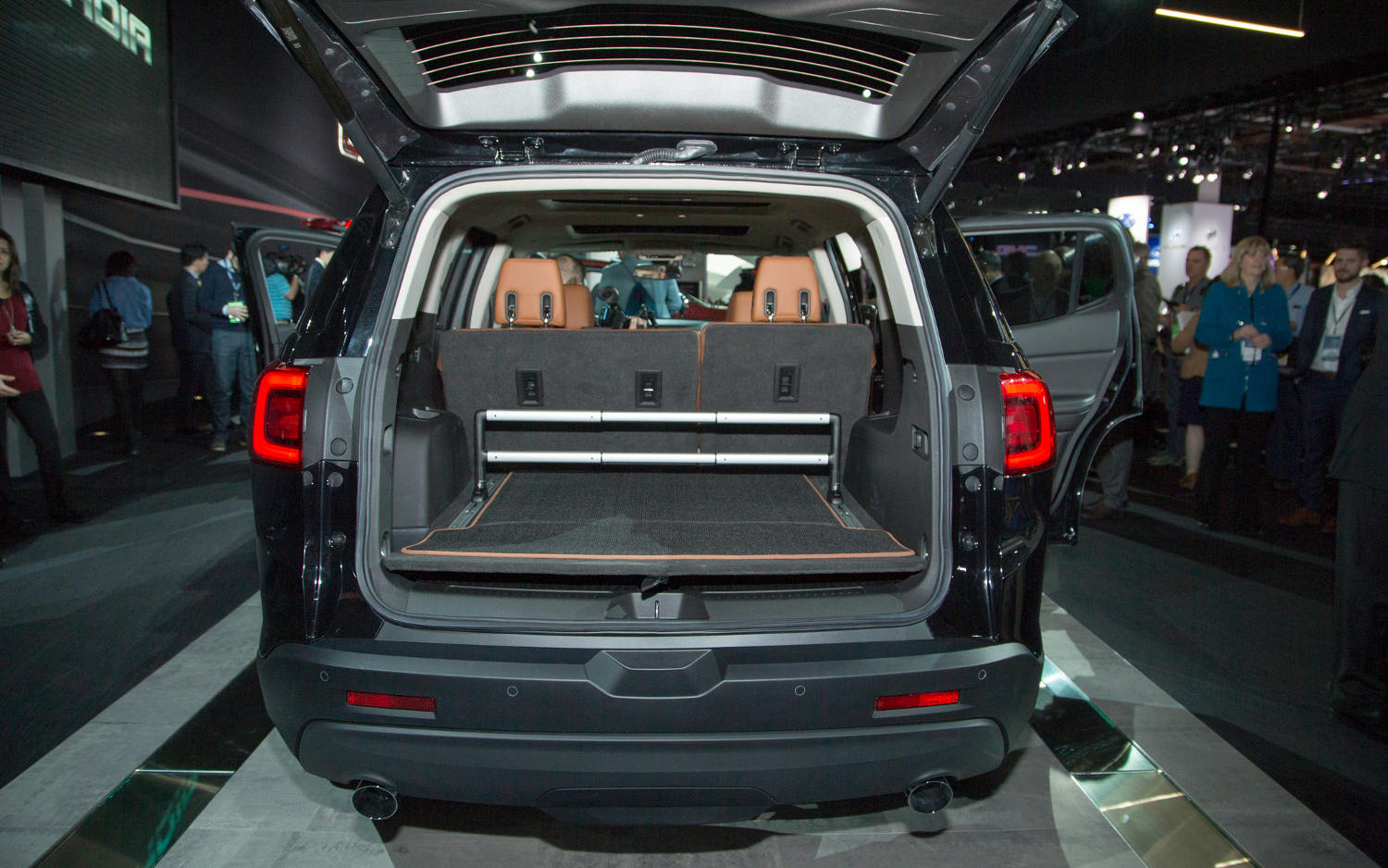2017 gmc acadia interior lights. Black Bedroom Furniture Sets. Home Design Ideas