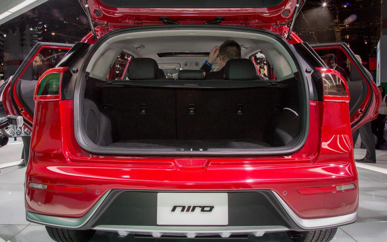 Kia Niro Hybrid 2017 Suv Drive