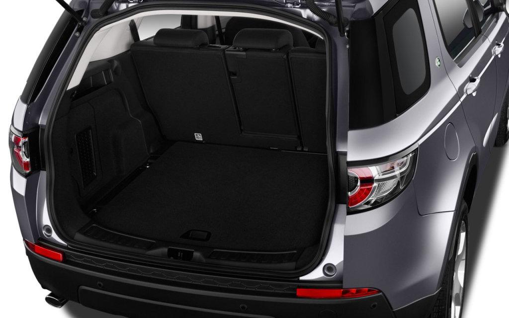 comparison land rover discovery sport hse 2017 vs ford explorer platinum 2018 suv drive. Black Bedroom Furniture Sets. Home Design Ideas