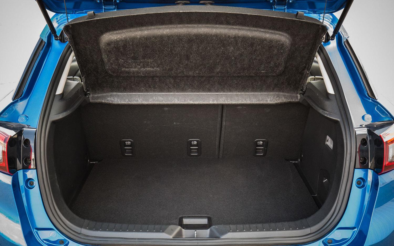 Mazda Cx 3 >> Comparison - Volvo XC40 T5 2018 - vs - Mazda CX-3 Sport ...