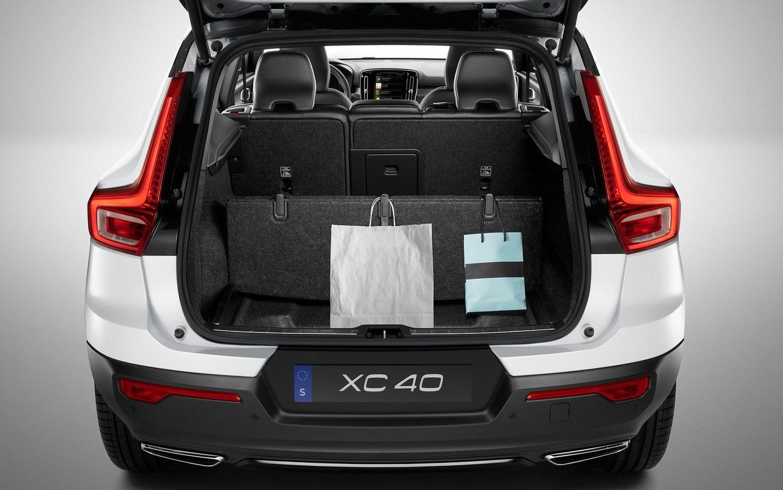 comparison volvo xc40 t5 2019 vs lexus rx 350 2017 suv drive. Black Bedroom Furniture Sets. Home Design Ideas
