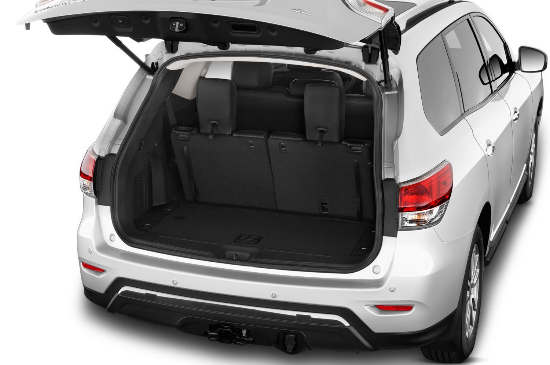 Comparison Nissan Pathfinder Suv 2015 Vs Toyota Land Cruiser Prado Gx 2017 Suv Drive