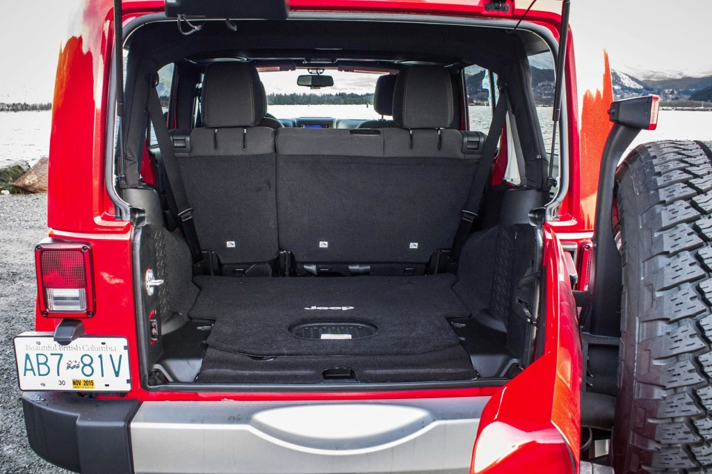 Jeep Wrangler Unlimited Sahara 2015 Suv Drive
