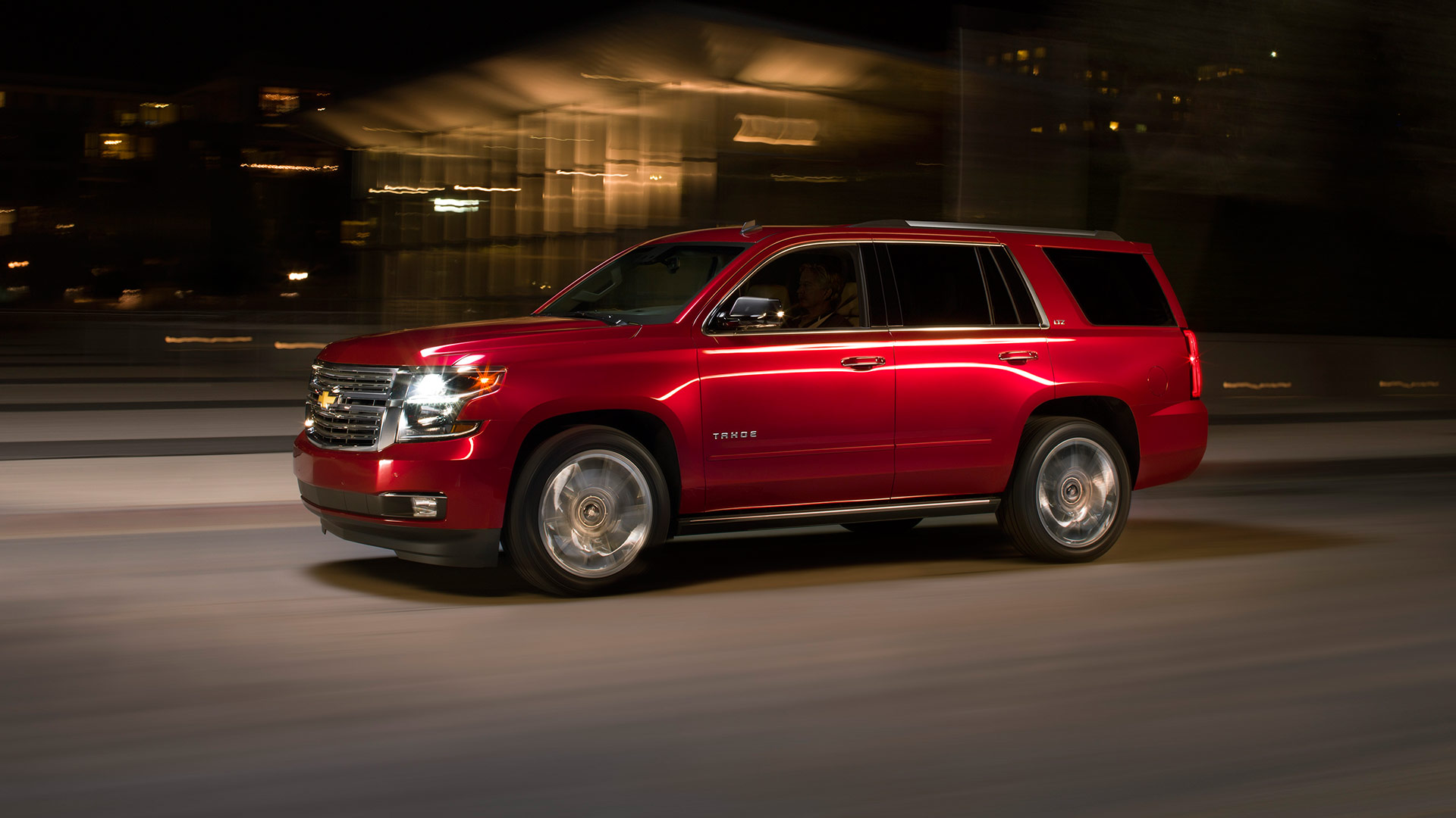 Comparison - Chevrolet Tahoe SUV 2015 - vs - Nissan Patrol Y62 Ti-L 2017 | SUV Drive
