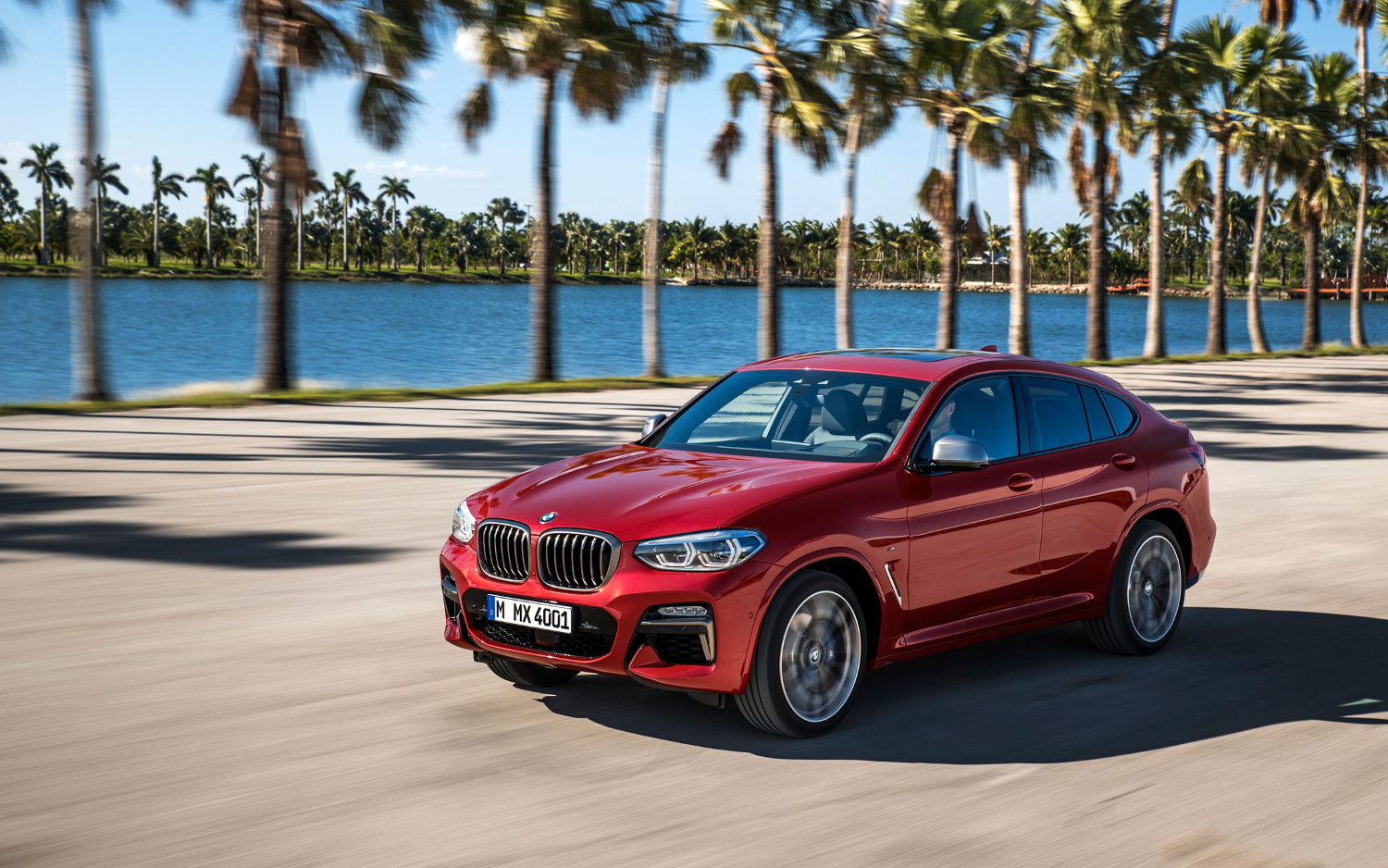 comparison bmw x4 m40i 2019 vs audi q8 hybrid 2018 suv drive. Black Bedroom Furniture Sets. Home Design Ideas