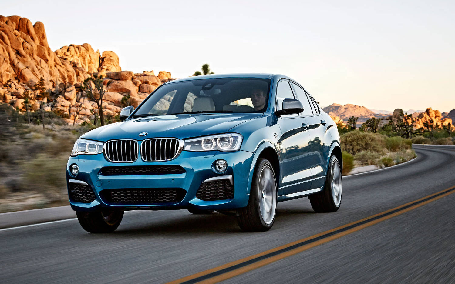 comparison bmw x4 m40i 2018 vs bmw x4 xdrive35i 2017 suv drive. Black Bedroom Furniture Sets. Home Design Ideas