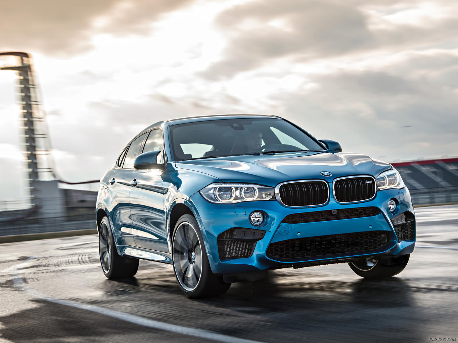 Comparison Bmw X6 M 2016 Vs Porsche Macan Turbo 2016 Suv Drive
