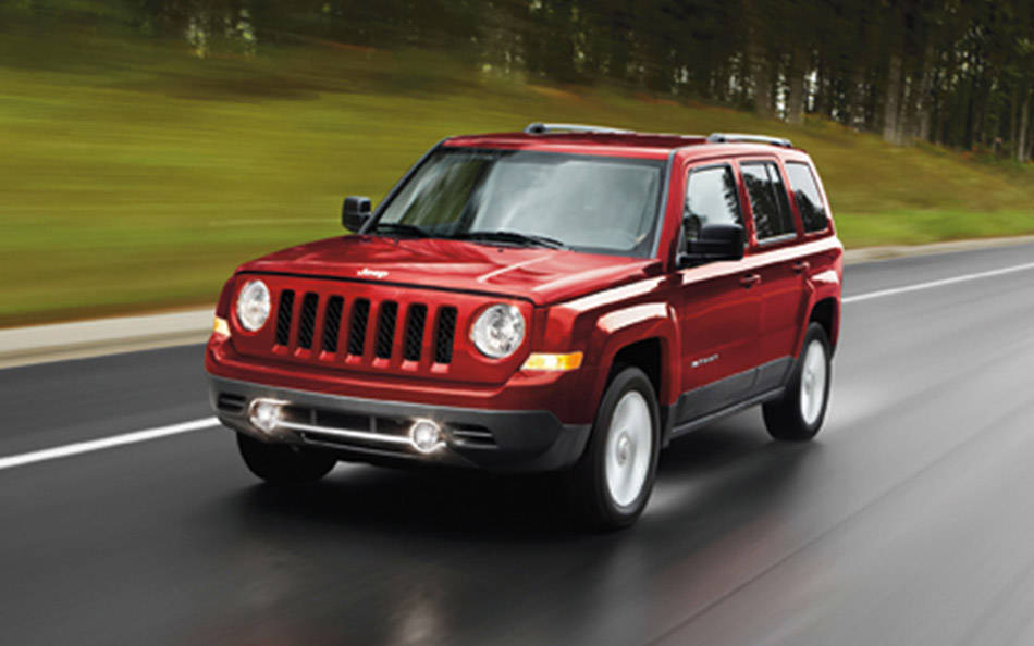 comparison jeep patriot 2015 vs mercedes benz g. Black Bedroom Furniture Sets. Home Design Ideas