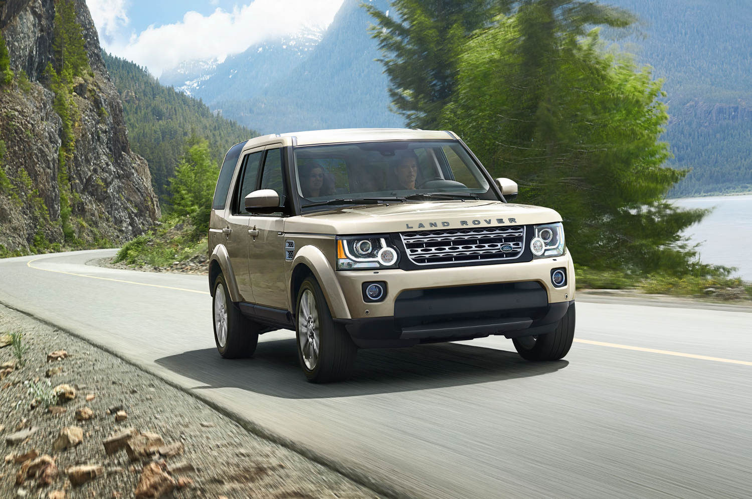 Comparison - Land Rover LR4 SUV 2015 - vs - Toyota Land ...