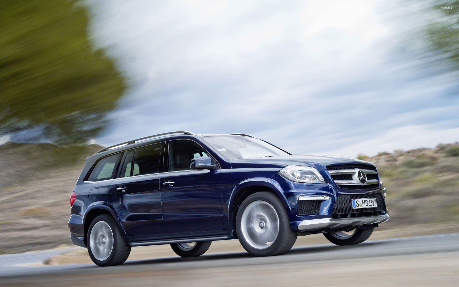 Comparison mercedes benz gl class 2016 vs infiniti for Mercedes benz compare