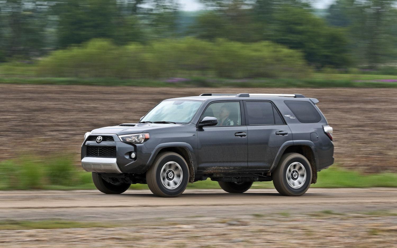 Comparison - Jeep Grand Cherokee Trailhawk 2017 - vs - Toyota