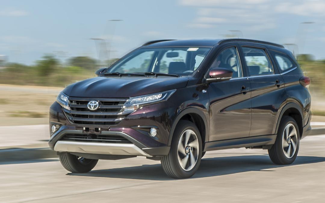 Comparison - Toyota Rush 1.5AT 2019 - vs - Toyota RAV4