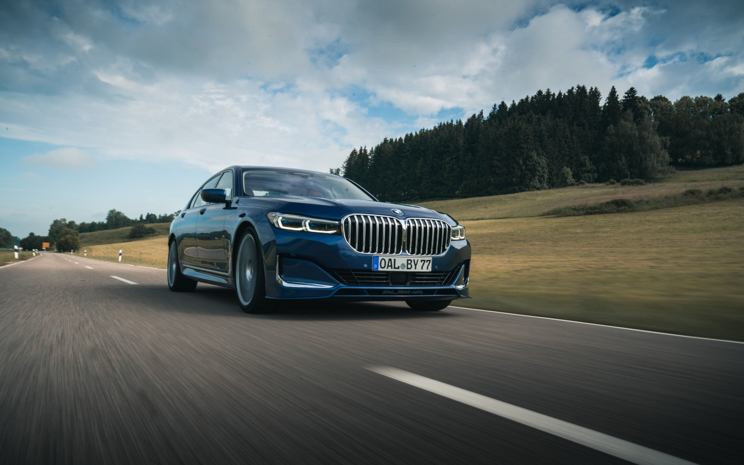 comparison  bmw alpina b7 xdrive 2020  vs  bmw alpina