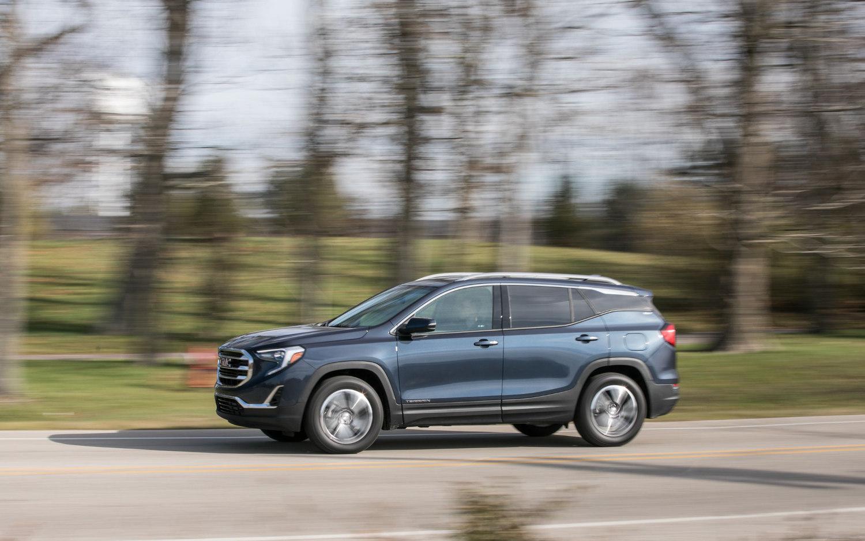 Comparison - Chevrolet Equinox LT 2019 - vs - GMC Terrain Denali 2019 | SUV Drive