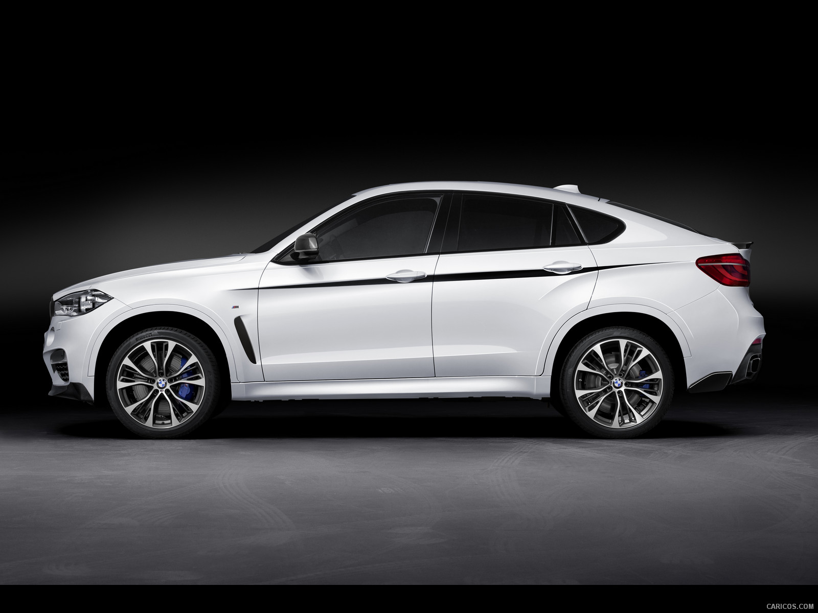Comparison Bmw X6 M 2015 Vs Bmw X6 M Awd 2018 Suv
