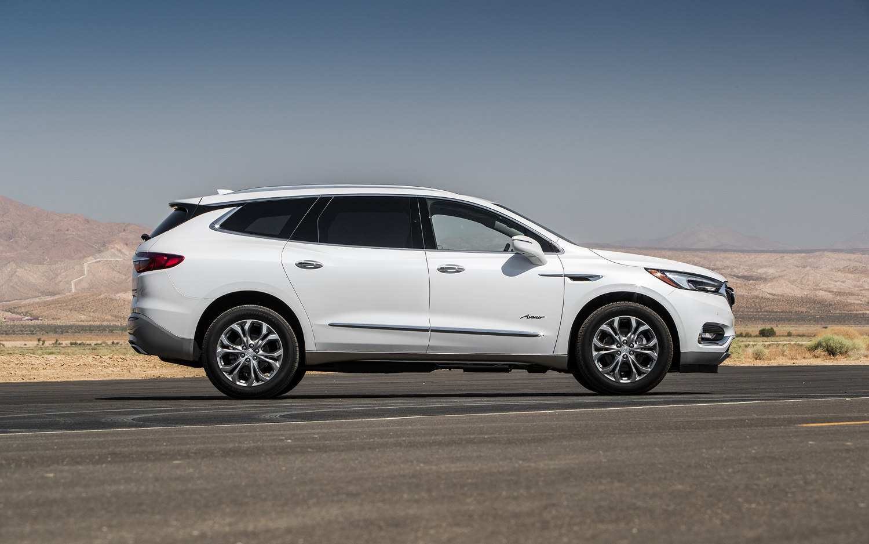 Used Buick Suv >> Comparison - Buick Enclave Avenir 2018 - vs - Vauxhall ...