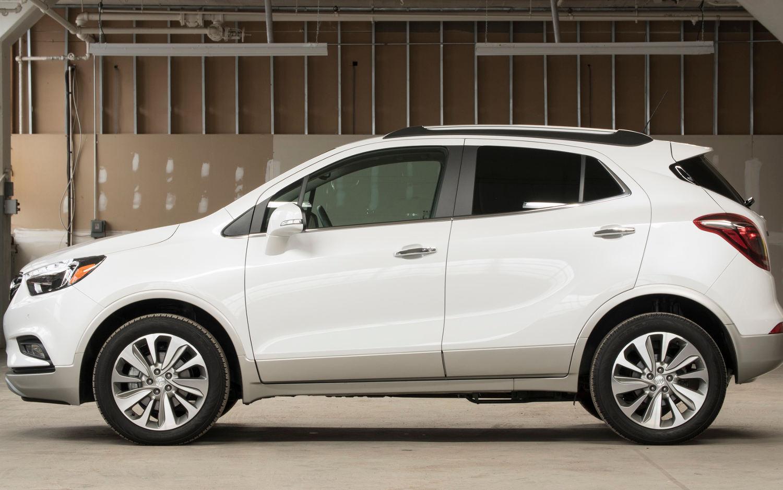 Comparison - Buick Encore Premium 2017 - vs - Toyota CHR 2018   SUV Drive