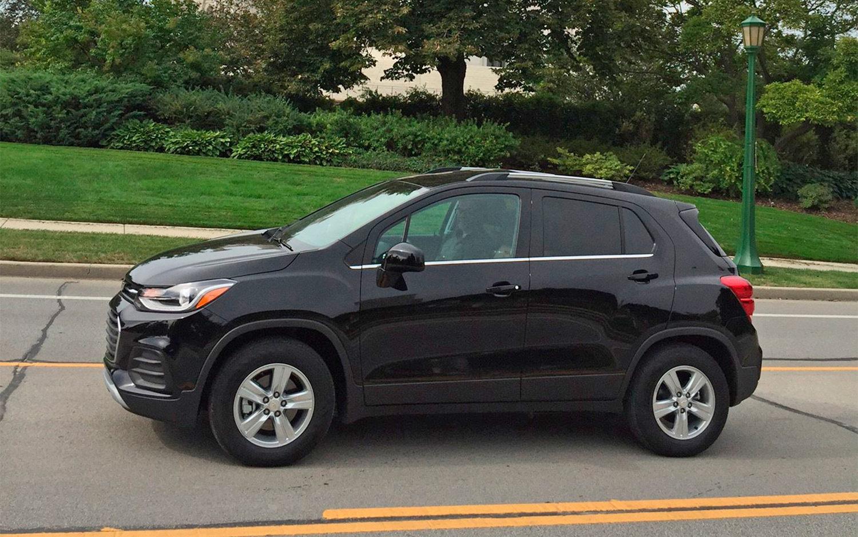 comparison chevrolet trax lt 2017 vs jeep grand cherokee 2016 suv drive. Black Bedroom Furniture Sets. Home Design Ideas