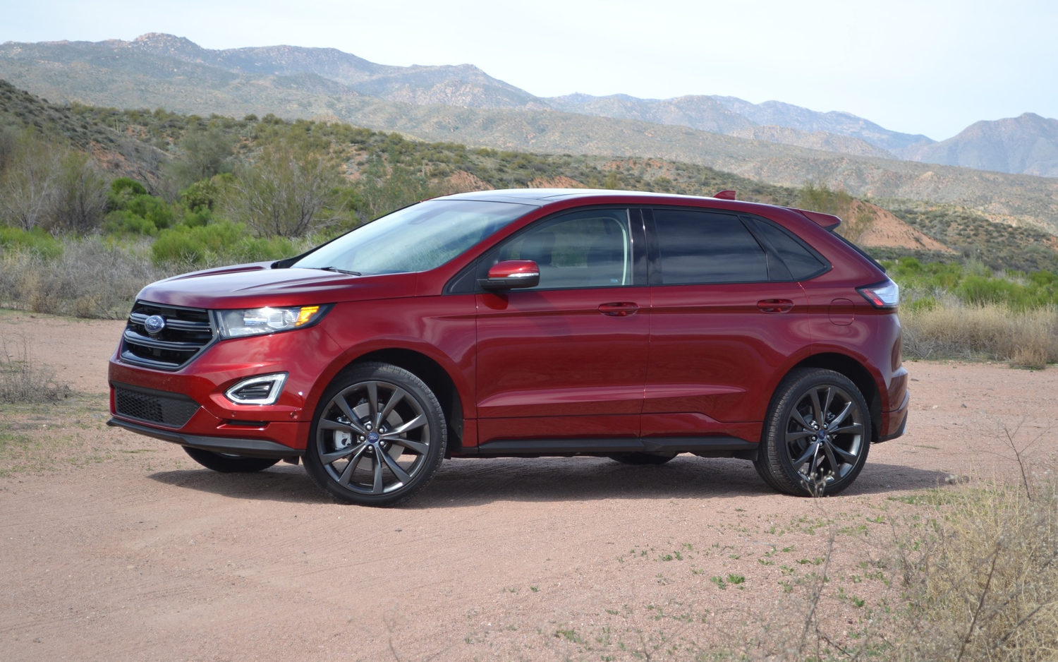 Comparison ford edge sport 2017 vs mitsubishi for Ford edge vs honda crv