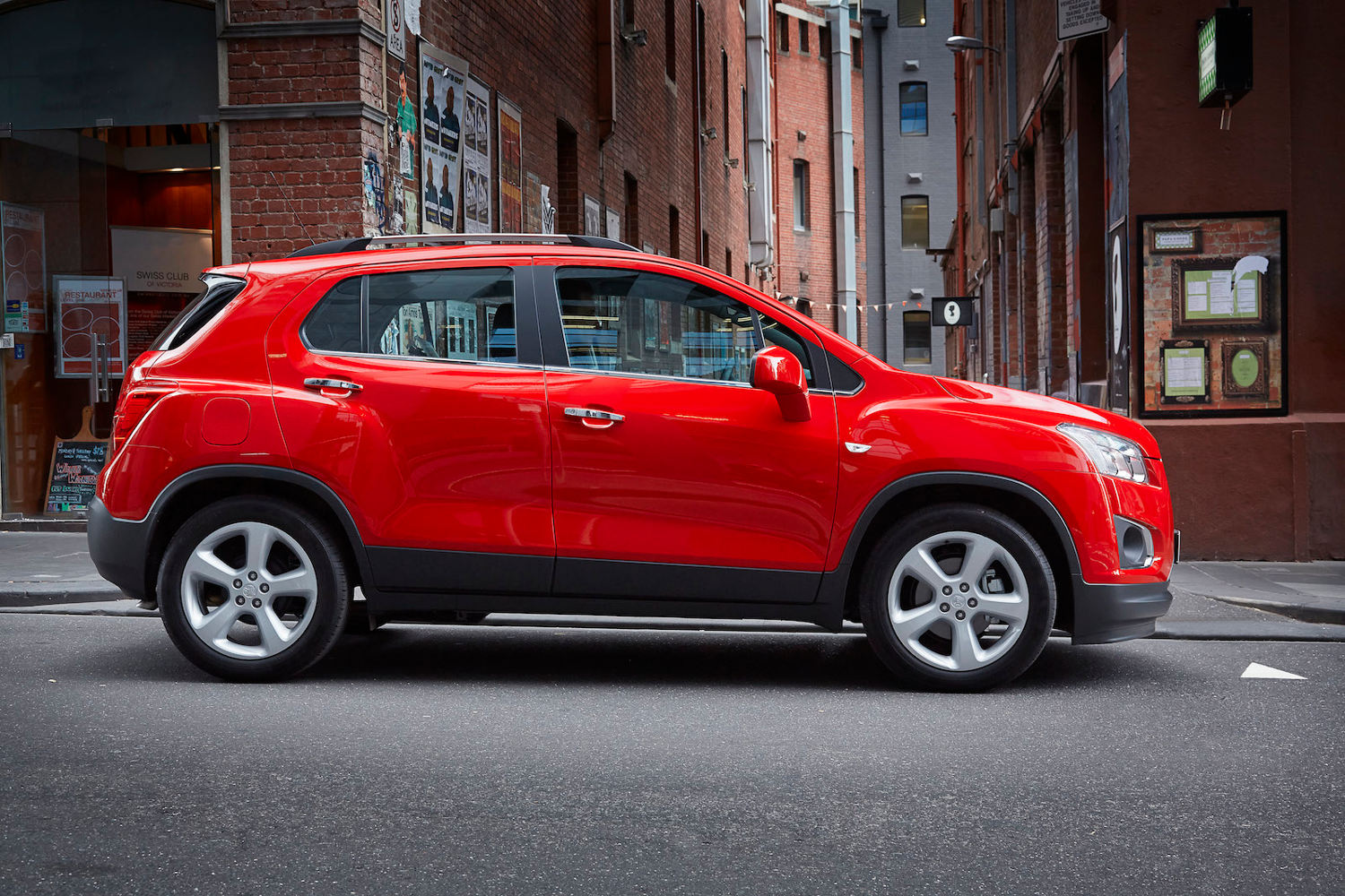 comparison holden trax ltz 2015 vs mazda cx 5 grand. Black Bedroom Furniture Sets. Home Design Ideas