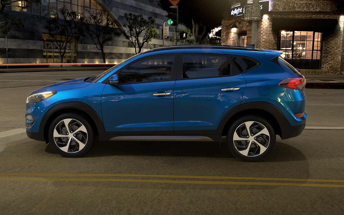 windows hyundai with img cuv tuscon exterior en of top vehicle showroom tinted silver and crossover black lining suv tucson image utility