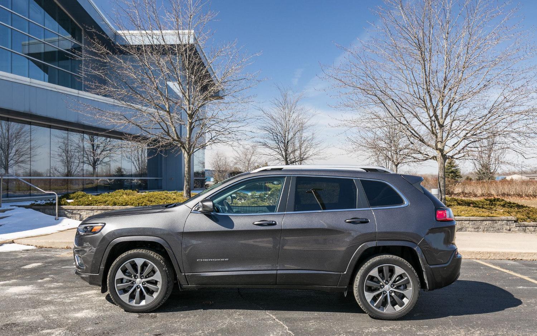 Comparison - Jeep Cherokee Limited 2019 - vs - Lincoln MKT ...