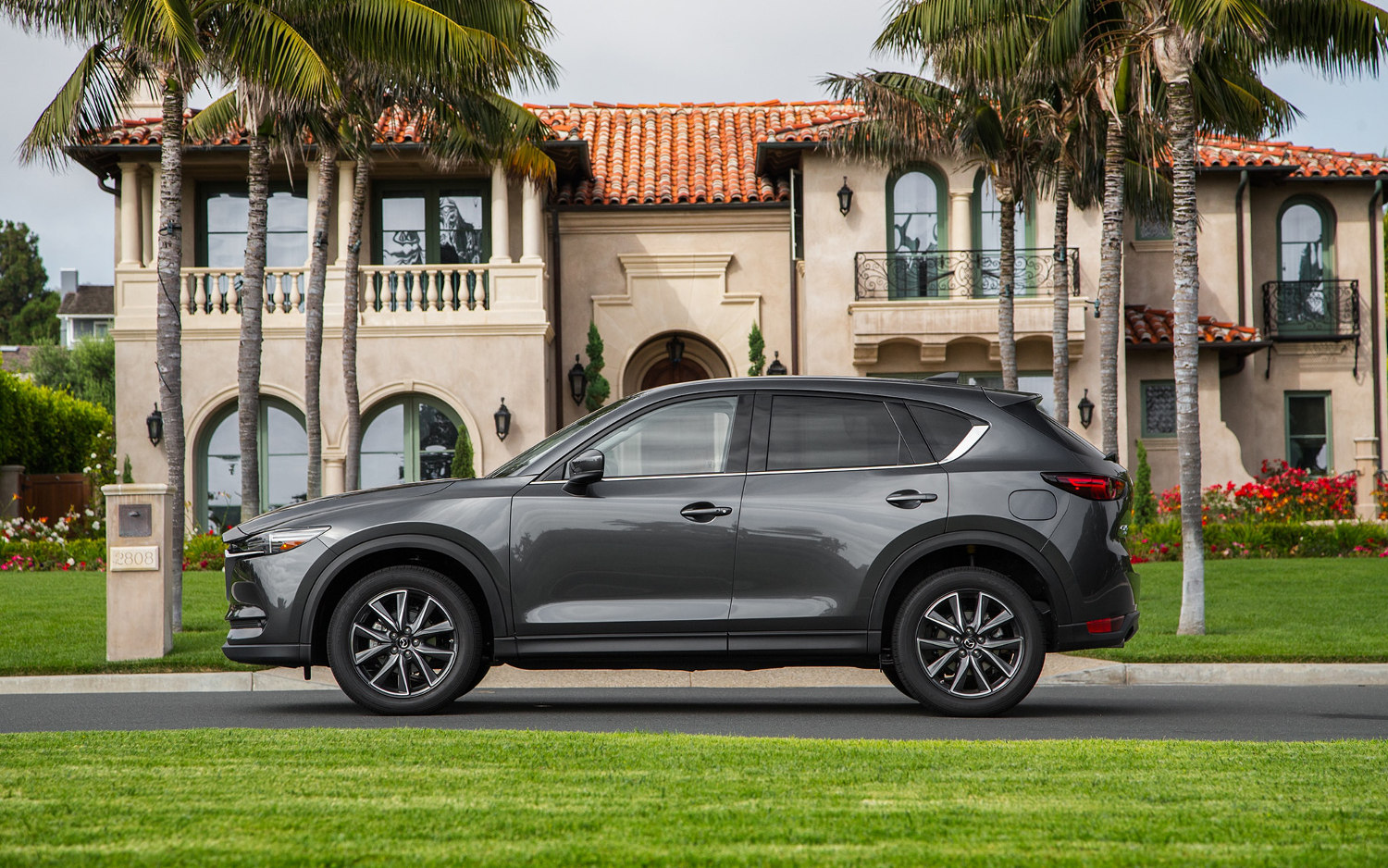 comparison mazda cx 5 grand touring 2018 vs land. Black Bedroom Furniture Sets. Home Design Ideas
