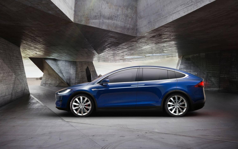 Comparison Tesla Model X P100d 2017 Vs Volvo Xc60 T8 Hybrid 2018 Suv Drive