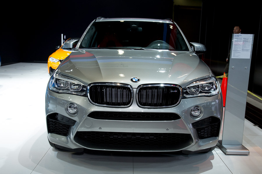 comparison bmw x5 m 2015 vs porsche cayenne 3 0. Black Bedroom Furniture Sets. Home Design Ideas