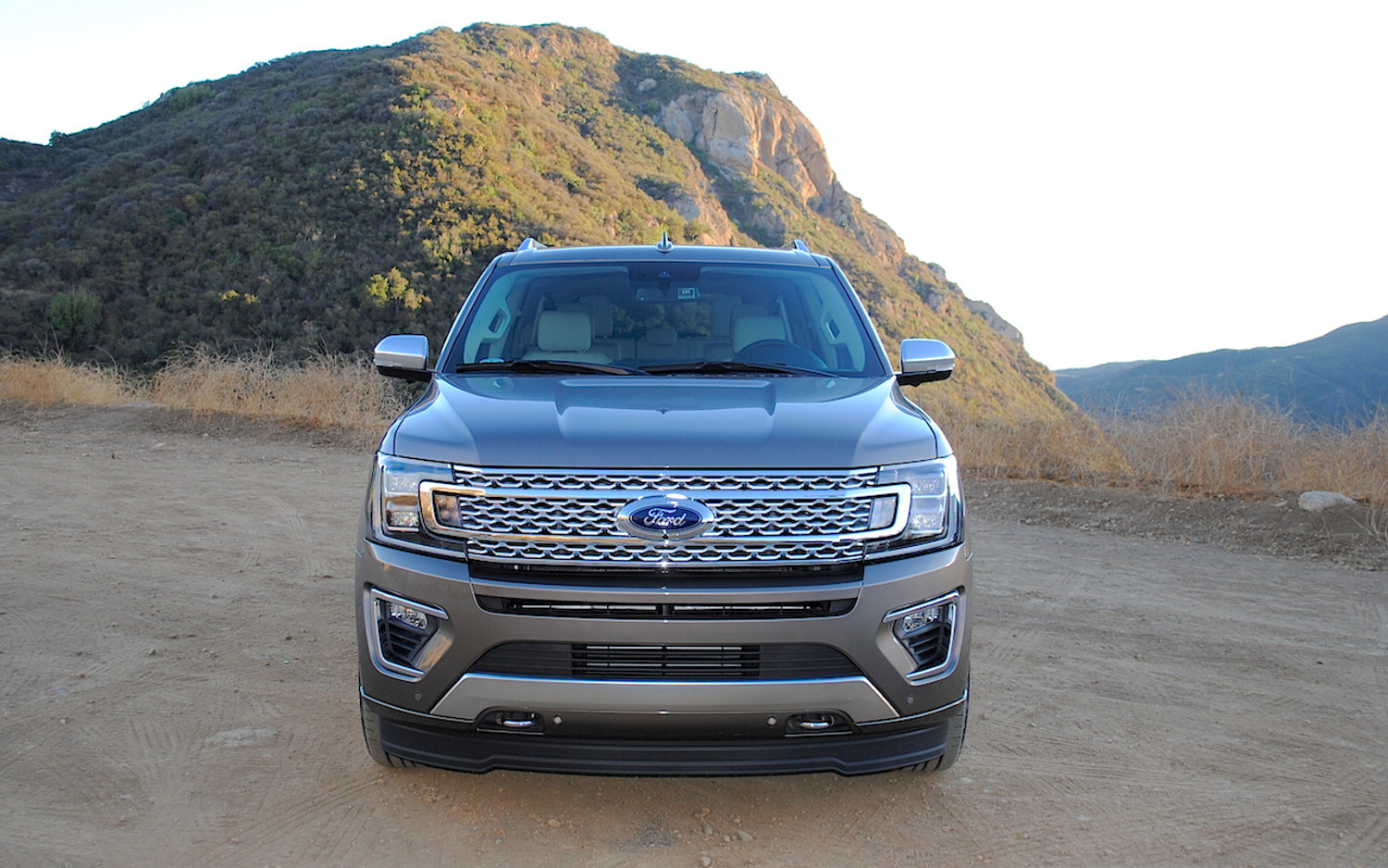 Comparison - Ford Expedition Platinum 2018 - vs - Chevrolet Traverse High Country 2018   SUV Drive