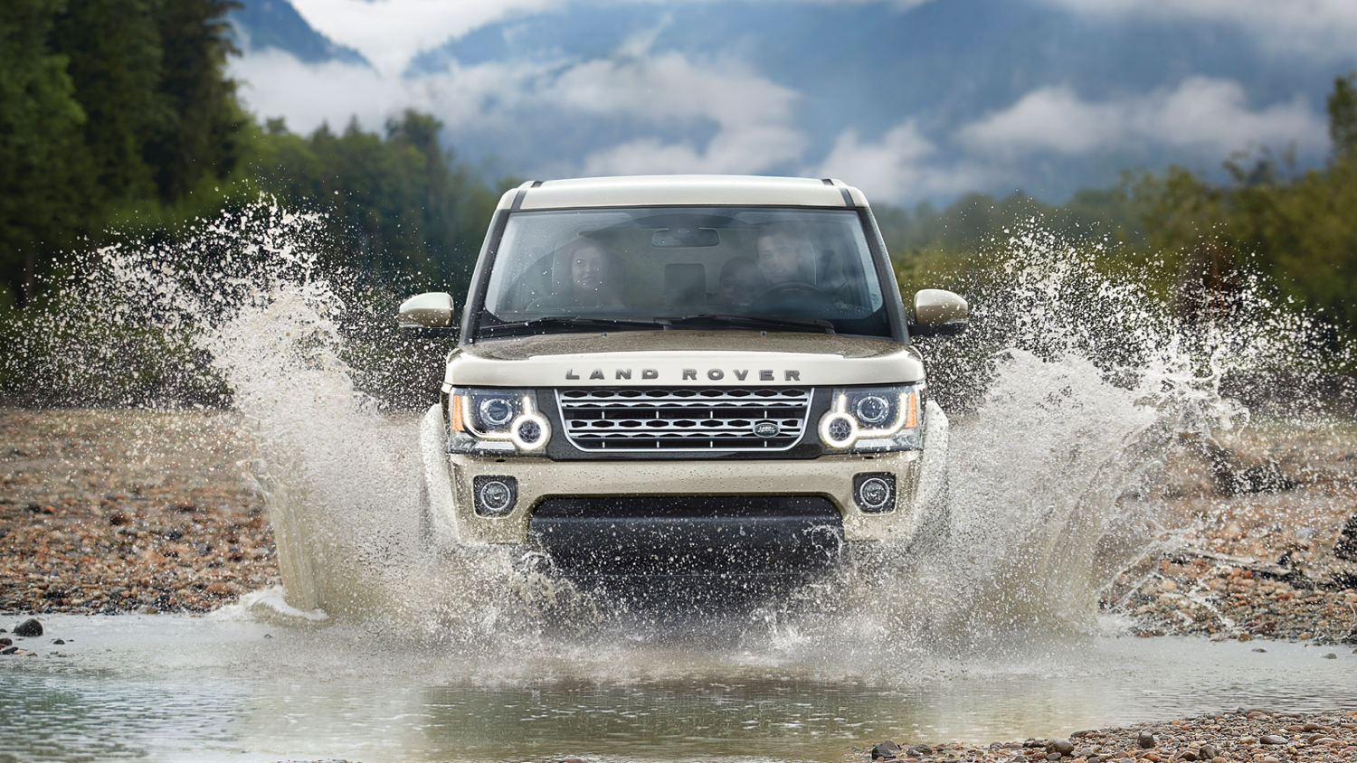 Comparison Land Rover Lr4 Suv 2015 Vs Toyota Land