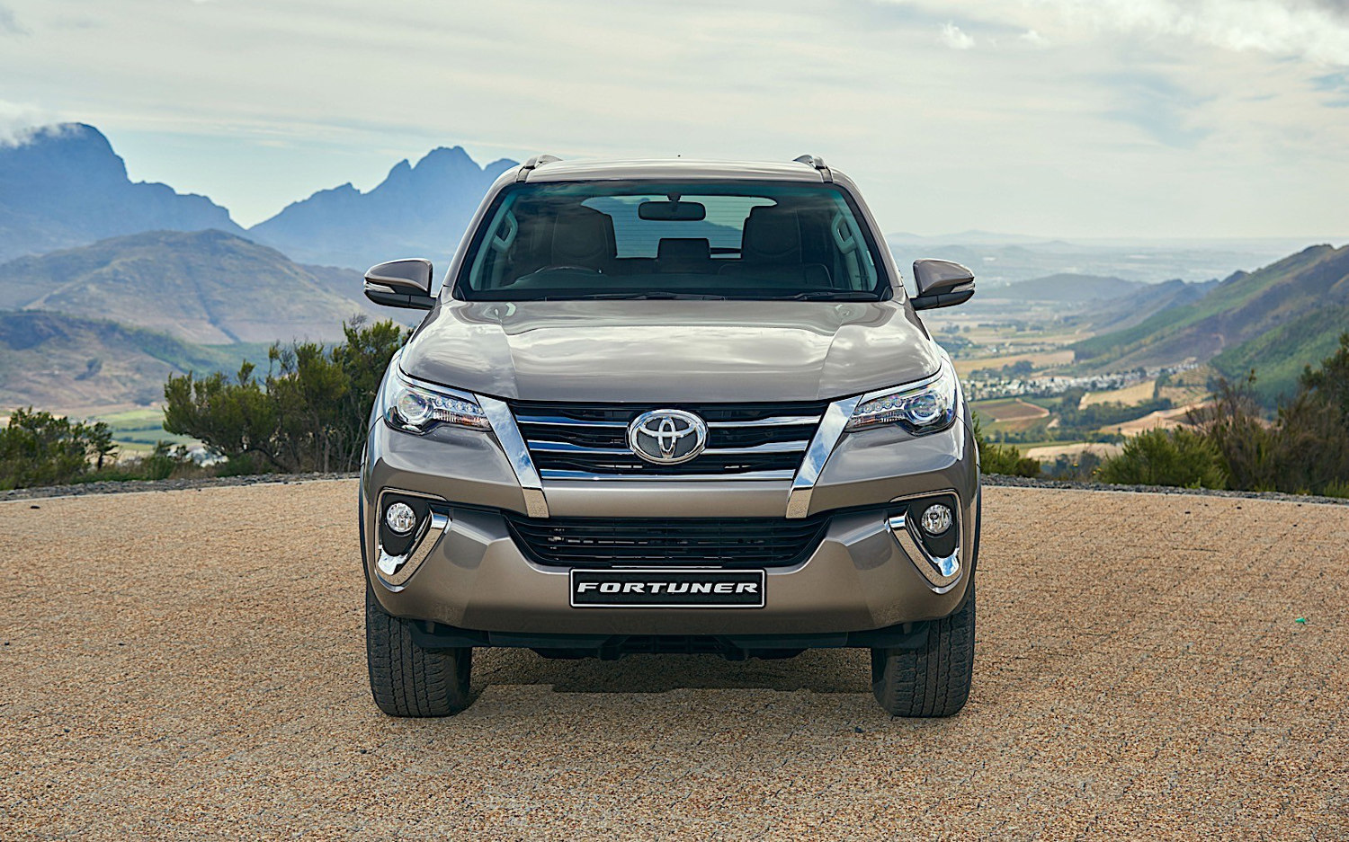Comparison - Toyota Fortuner Crusade 2018 - vs ...