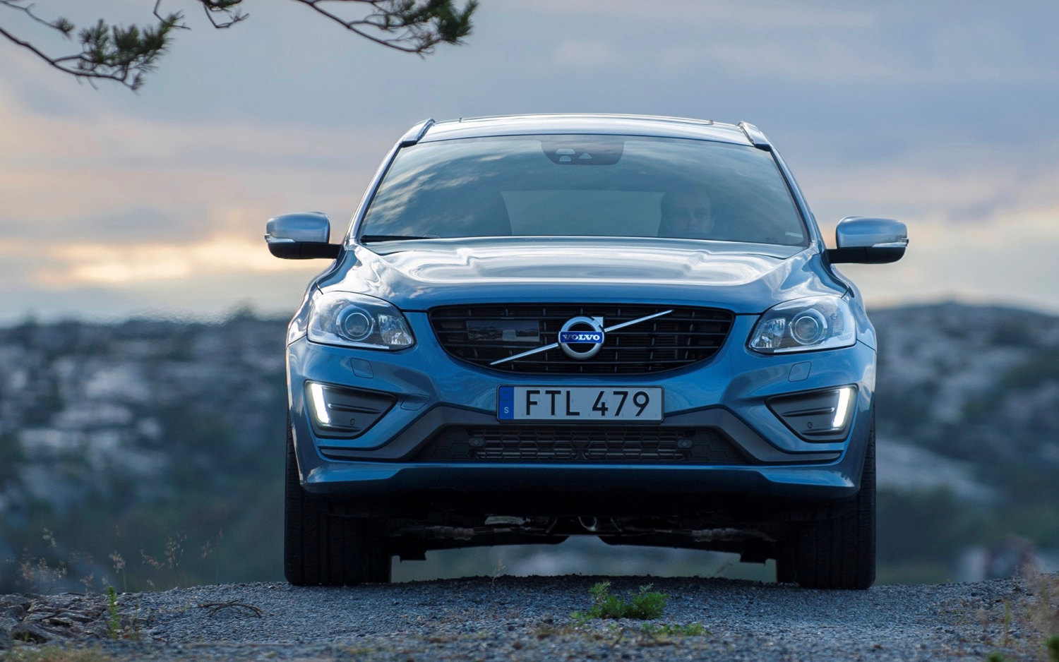 Comparison Jaguar F Pace Premium 2017 Vs Volvo Xc60