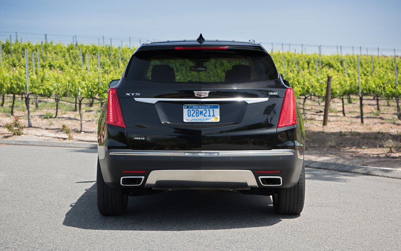 Comparison - Cadillac XT5 Base 2017 - vs - Ford Edge Sport 2016 | SUV Drive