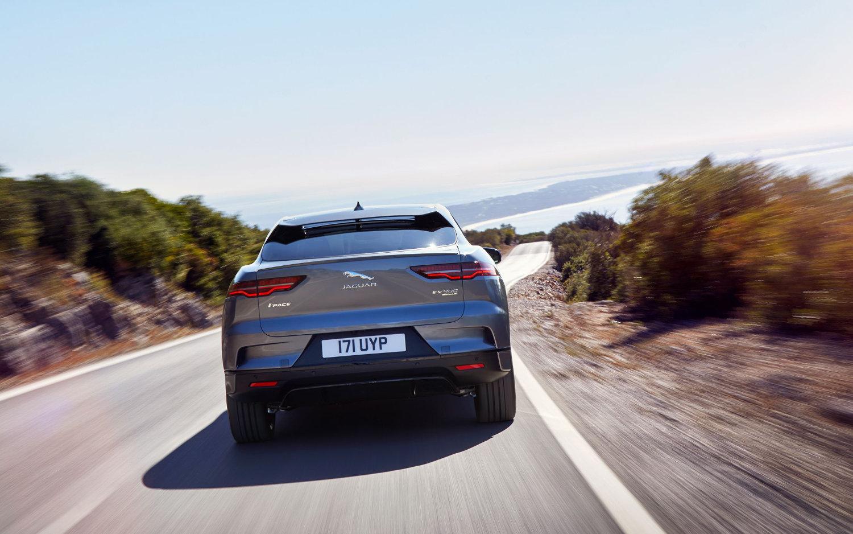 Comparison Bmw X6 Xdrive35i 2018 Vs Jaguar I Pace Hse 2019 Suv Drive