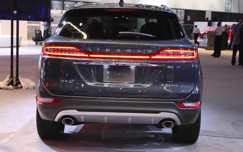 Comparison Subaru Ascent Premium 2019 Vs Lincoln Mkc