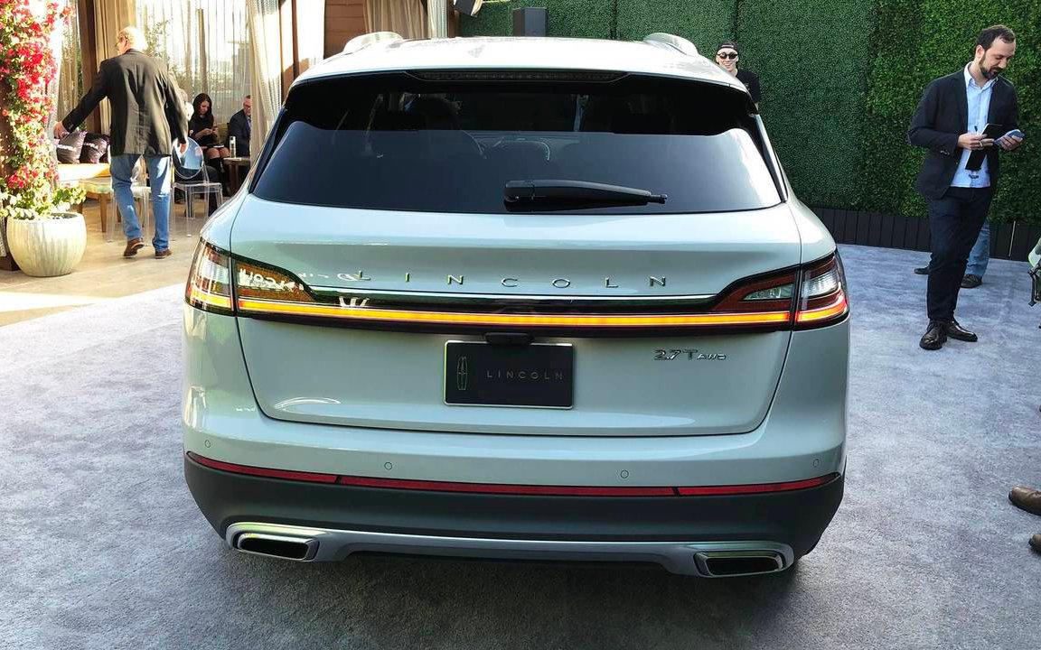Comparison Lincoln Nautilus Black Label 2019 Vs Lincoln Mkc
