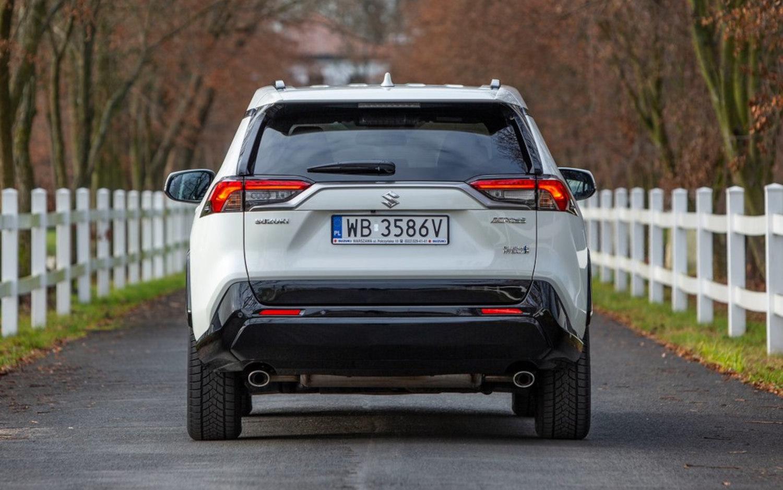 Comparison - Chevrolet Equinox Premier 2021 - vs - Suzuki ...