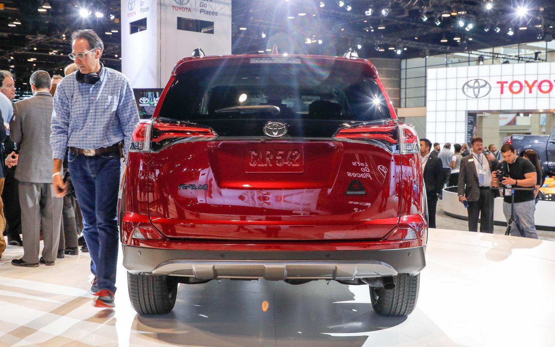 Subaru Forester Xt >> Comparison - Toyota RAV4 XLE 2018 - vs - Subaru Forester ...