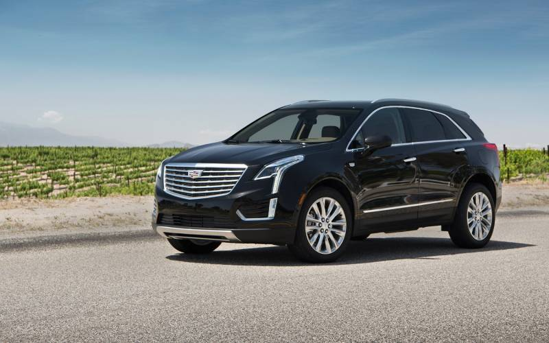 Comparison - Cadillac XT5 Luxury 2018 - vs - Lincoln MKX ...