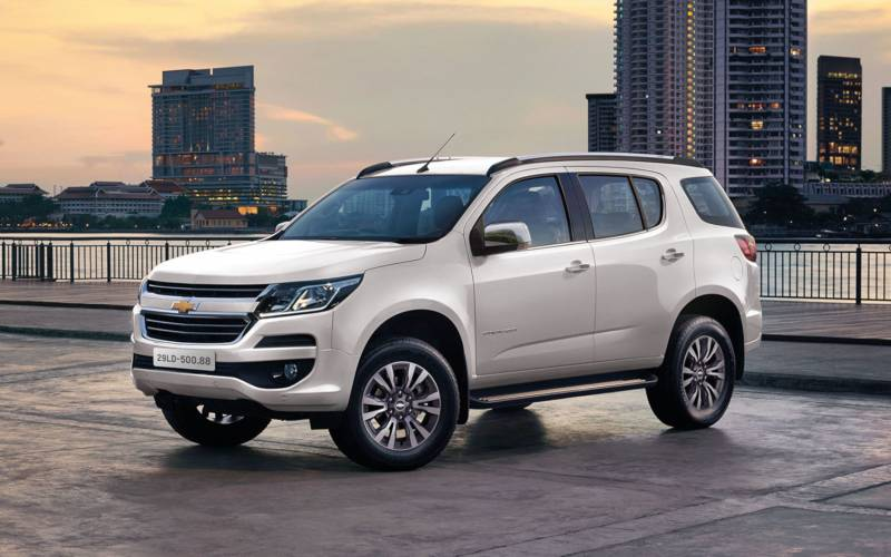 Comparison - Chevrolet TrailBlazer LTZ 2019 - vs ...