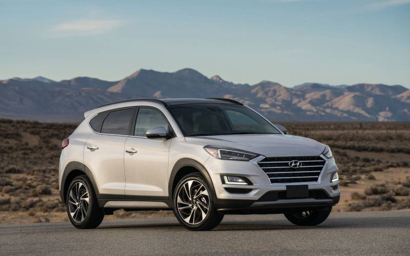 Comparison Hyundai Tucson Sel 2019 Vs Jeep Comp Limited Suv Drive