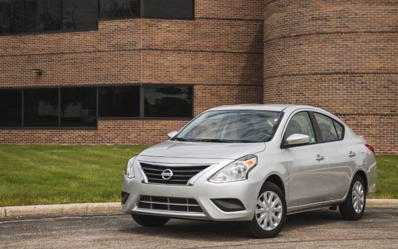 Comparison - Nissan Versa 1.6 S Plus 2018 - vs - Kia Forte ...